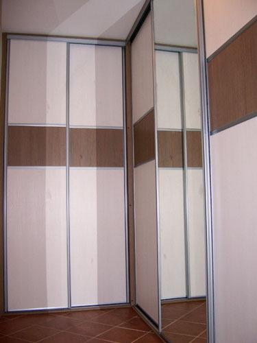 Vestavěné skříně na míru, příklad 086