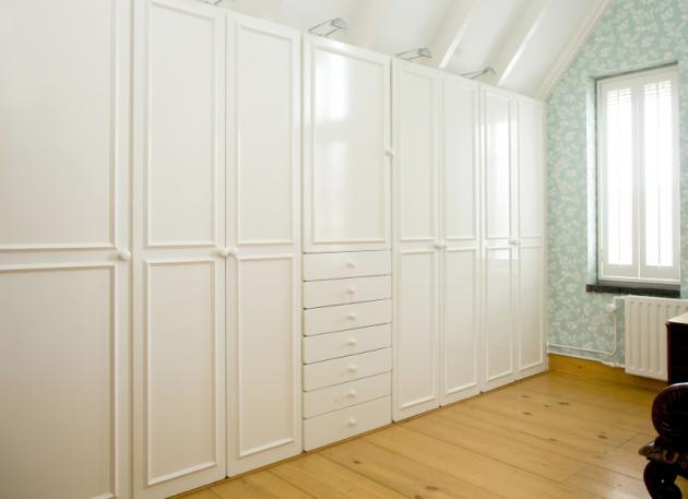 Vestavěné skříně na míru, příklad 084
